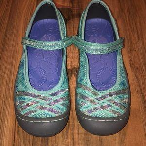 Size 2 Jambu water shoes NWT